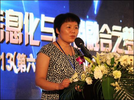 工程机械工业协会副秘书长尹晓荔致辞