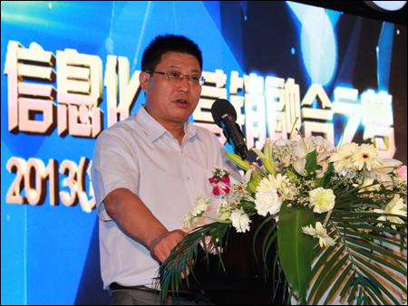 挖掘机械分会秘书长李宏宝致辞