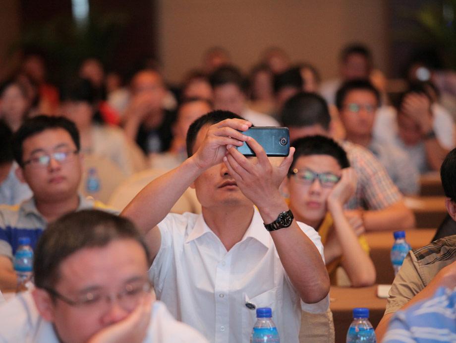 """作为中国工程机械CIO领袖人物的头脑风暴阵地和同行风云际会的高端平台,""""中国工程机械CIO高峰论坛""""已经成为中国工程机械CIO领袖参会最多、规模最大、档次最高的顶级盛事,是具有前瞻性、专业性、开放性的交流互动平台和高关注度的年度盛典,亦是CIO们一年一度最为期待的头脑峰会和营销思想盛宴。"""