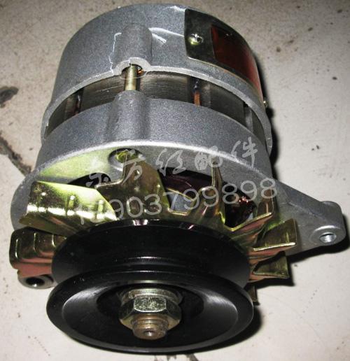 东方红404拖拉机发电机 高清图片