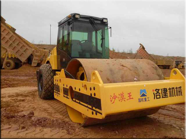 "luojian21ton single drum hydraulic vibratory roller ""desert king"""