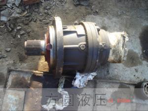 液压泵10