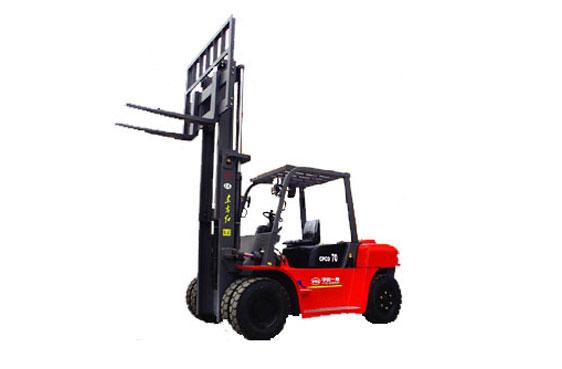 东方红CPCD70内燃平衡重式柴油力叉车