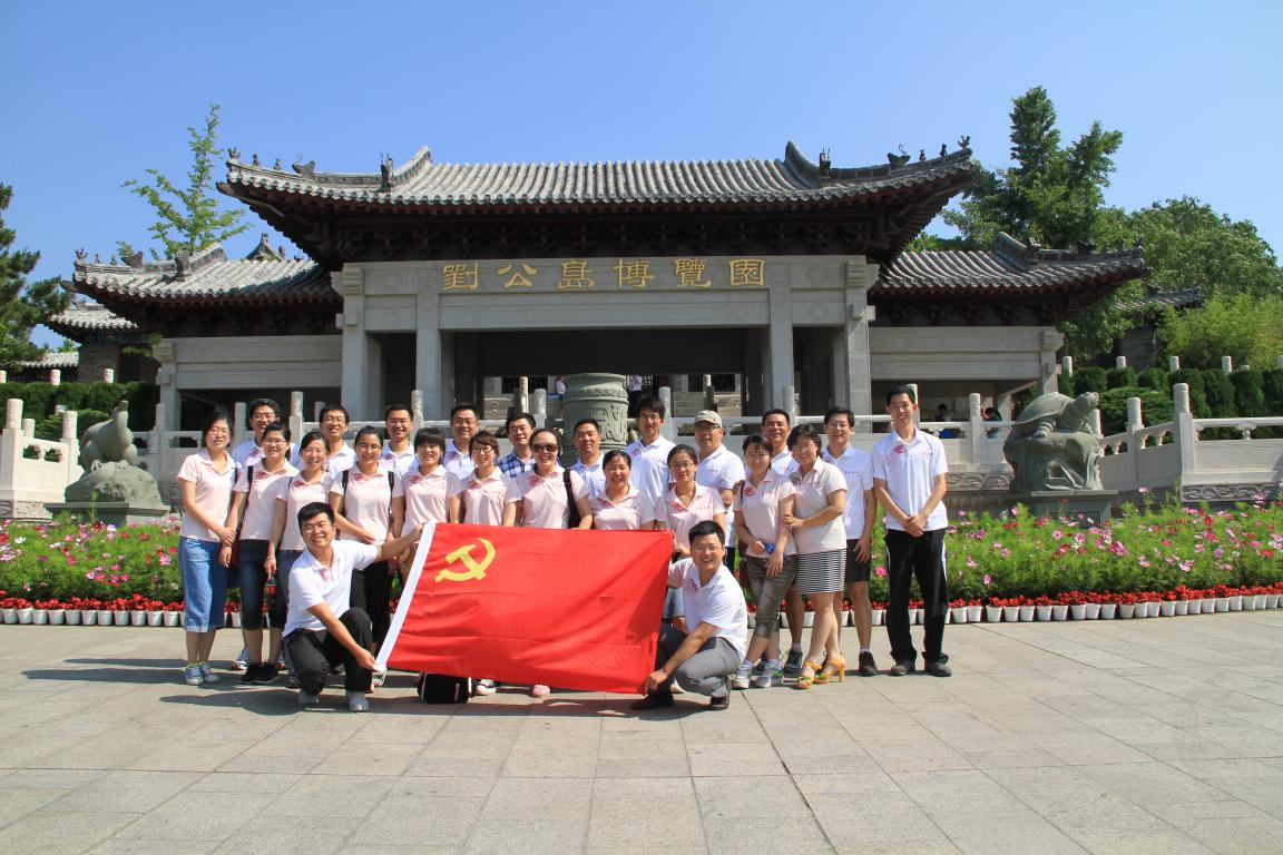July 2013, Teachers and students from Yantai University visit Feilong Group