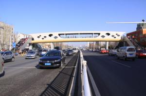 港城东大街过街天桥