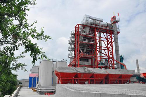 辽宁省各级公路局领导莅临昌图德基机械热再生沥青拌合站