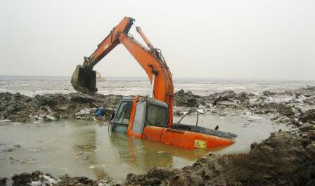 感动回顾:挖机拯救-记滨州维修担当水中救机